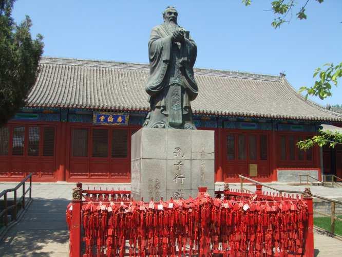 Памятник Конфуцию. Императорская академия