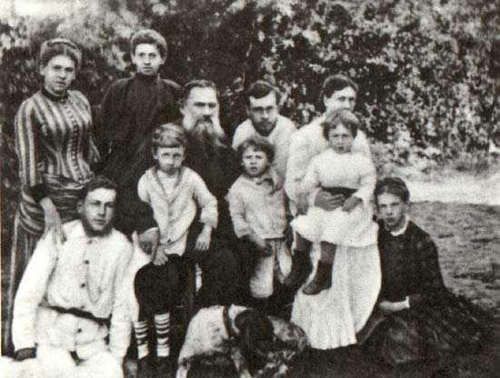 Л.Н. Толстой с семьей