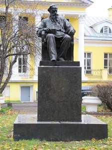 Памятник великому писателю в Москве