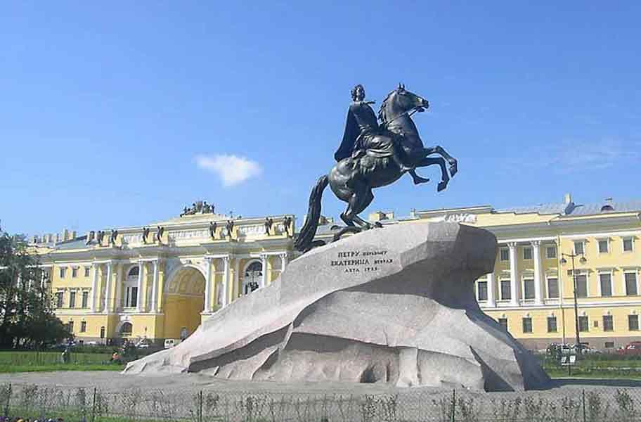 Памятник Петру I в Петербурге на Сенатской площади