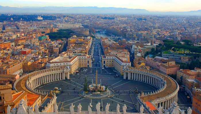 Колоннада собора святого Петра в Риме