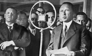 Первый канцлер ФРГ Конрад Аденауэр
