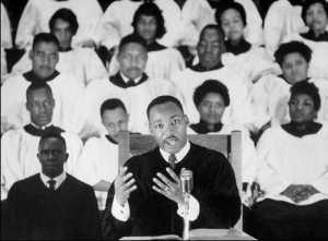 Помощник отца в баптистской церкви Мартин Лютер