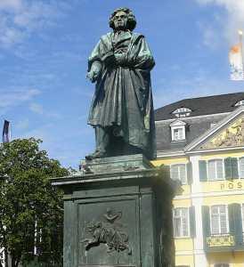 Памятник композитора в Бонне