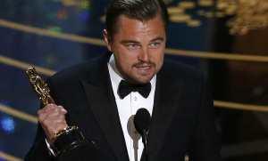 Леонардо Ди Каприо с «Оскаром»