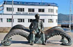 Жюль Верн памятник